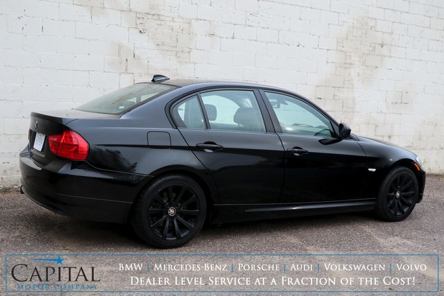 2011 BMW 328xi xDrive AWD Luxury Sport Sedan with Heated Seats, Moonroof, Power Seats and Hi-Fi Audio in Eau Claire, Wisconsin 54703