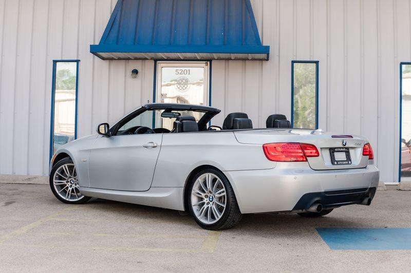 2011 BMW 335i NAV AUTO TRANSMISSION M WHLS LTHR HRDTOP CONV NICE in Rowlett, Texas