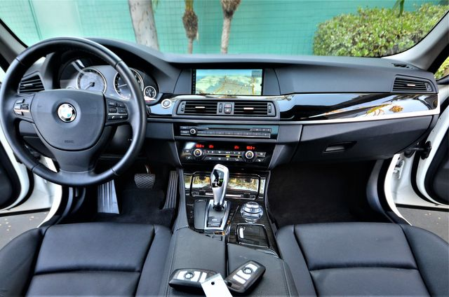 2011 BMW 528i in Reseda, CA, CA 91335