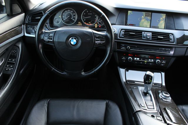 2011 BMW 528i SPORTS PKG NAVIGATION XENON SERVICE RECORDS in Van Nuys, CA 91406