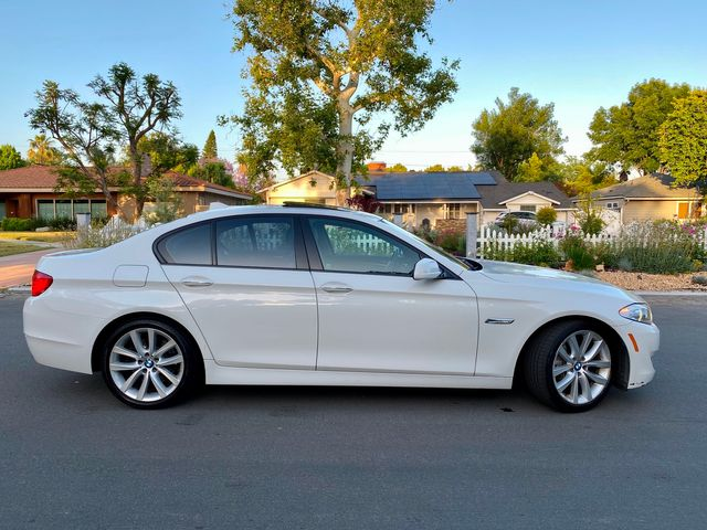 2011 BMW 535i PREMIUM PKG NAVIGATION NEW TIRES SUNR ROOF SERVICE RECORDS in Van Nuys, CA 91406