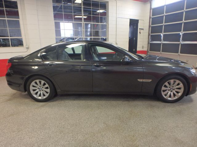 2011 Bmw 750 Xi Awd. KING OF THE ROAD! LOADED & CLEAN! Saint Louis Park, MN 1