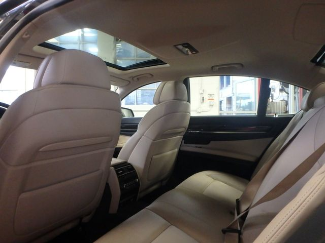 2011 Bmw 750 Xi Awd. KING OF THE ROAD! LOADED & CLEAN! Saint Louis Park, MN 6
