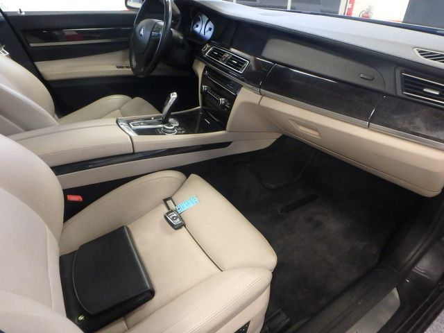 2011 Bmw 750 Xi Awd. KING OF THE ROAD! LOADED & CLEAN! Saint Louis Park, MN 8