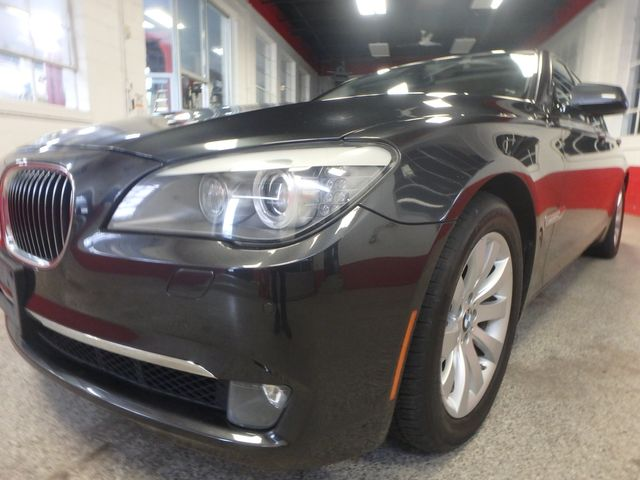 2011 Bmw 750 Xi Awd. KING OF THE ROAD! LOADED & CLEAN! Saint Louis Park, MN 29