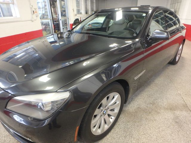 2011 Bmw 750 Xi Awd. KING OF THE ROAD! LOADED & CLEAN! Saint Louis Park, MN 35
