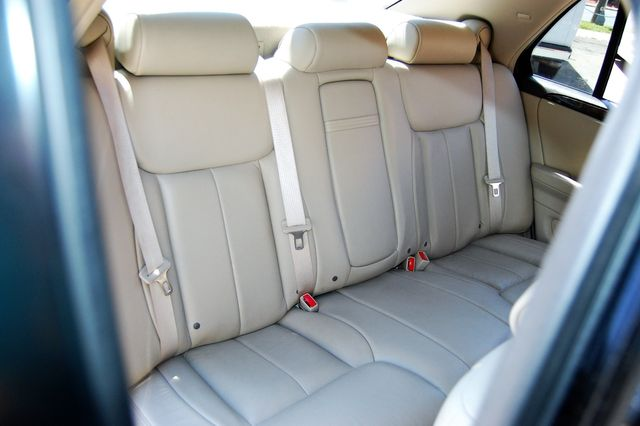 2011 Cadillac DTS Luxury Collection Charlotte, North Carolina 11
