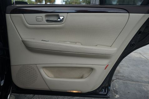 2011 Cadillac DTS Premium Collection in Lighthouse Point, FL
