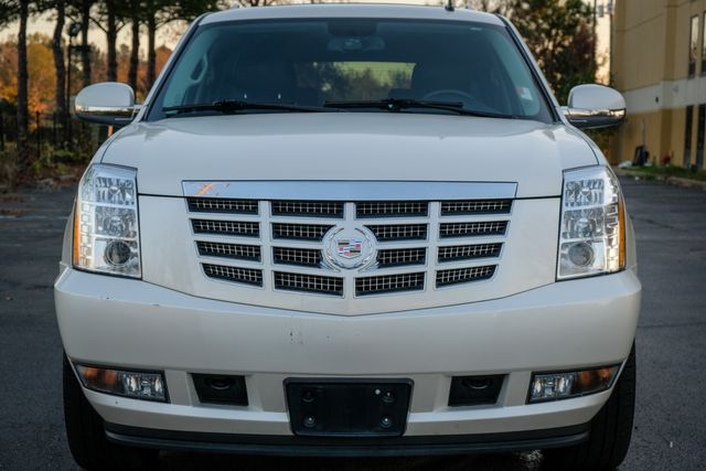 2011 Cadillac Escalade Premium SUNROOF NAVIGATION in Memphis, Tennessee 38115