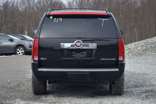 2011 Cadillac Escalade Luxury Naugatuck, Connecticut 3