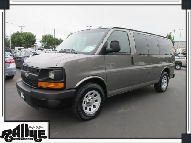 2011 Chevrolet 1500 Express 8 Pass Van LS