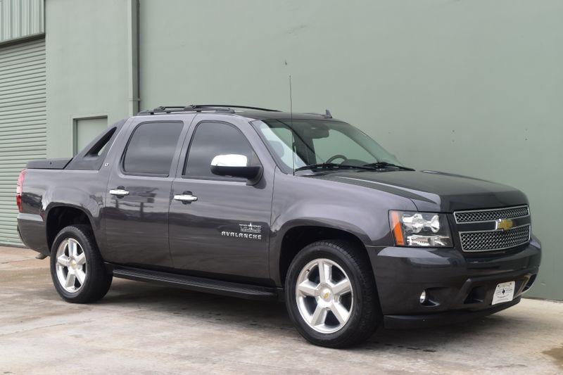 2011 Chevrolet Avalanche LT | Arlington, TX | Lone Star Auto Brokers, LLC