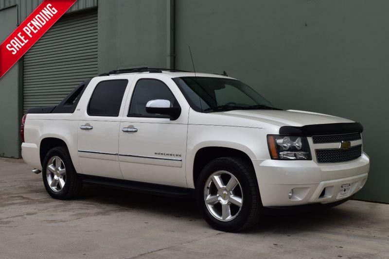 2011 Chevrolet Avalanche LTZ   Arlington, TX   Lone Star Auto Brokers, LLC