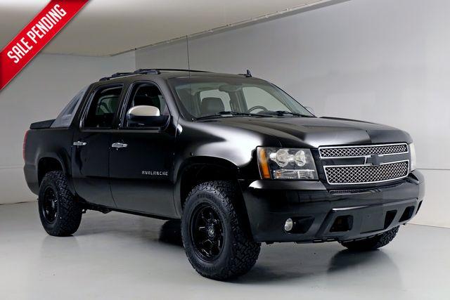 2011 Chevrolet Avalanche LT 4 Wheel Drive New Lift Wheels Tires in Dallas, Texas 75220