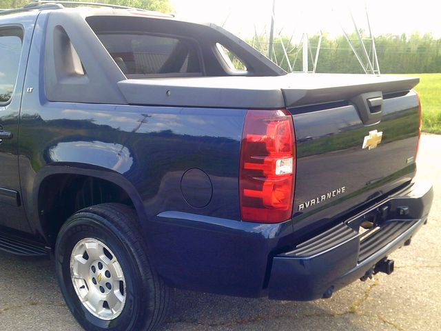2011 Chevrolet Avalanche LT in Memphis, Tennessee 38115