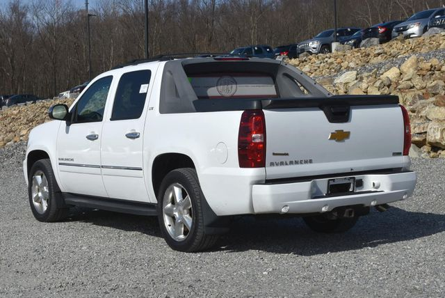 2011 Chevrolet Avalanche LTZ Naugatuck, Connecticut 2