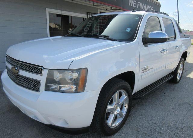 2011 Chevrolet Avalanche LT south houston, TX 1