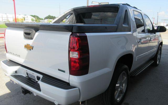 2011 Chevrolet Avalanche LT south houston, TX 3