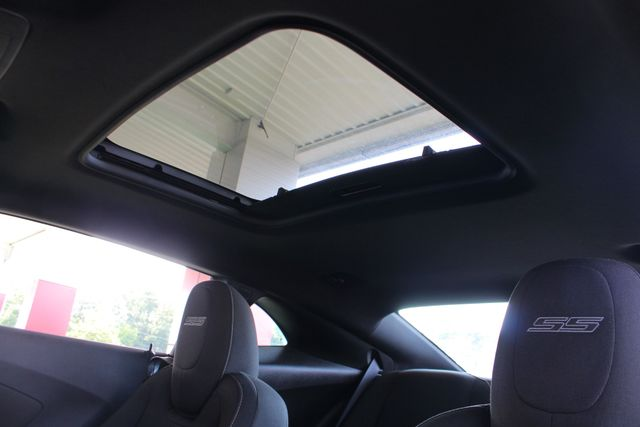 2011 Chevrolet Camaro 1SS/SS RS - SUNROOF -  BOSTON ACOUSTICS - 1 OWNER! Mooresville , NC 4