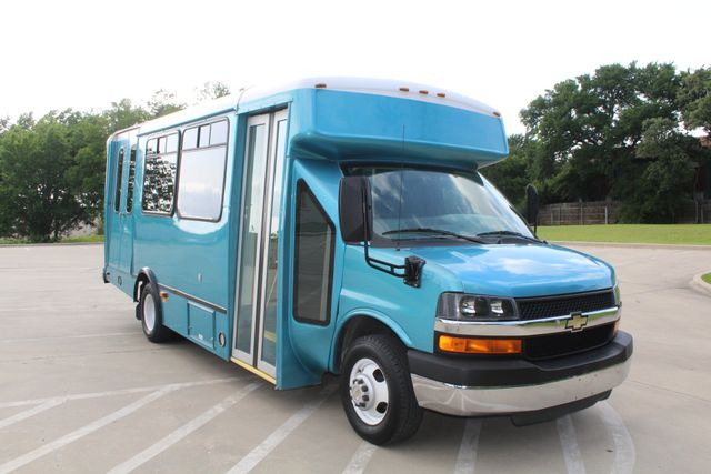 2011 Chevrolet Express G4500 13 Passenger   Champion Shuttle Bus W/ Wheelchair Lift Irving, Texas 1