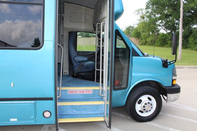 2011 Chevrolet Express G4500 13 Passenger   Champion Shuttle Bus W/ Wheelchair Lift Irving, Texas 12