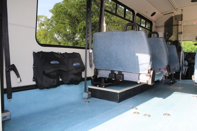 2011 Chevrolet Express G4500 13 Passenger   Champion Shuttle Bus W/ Wheelchair Lift Irving, Texas 25