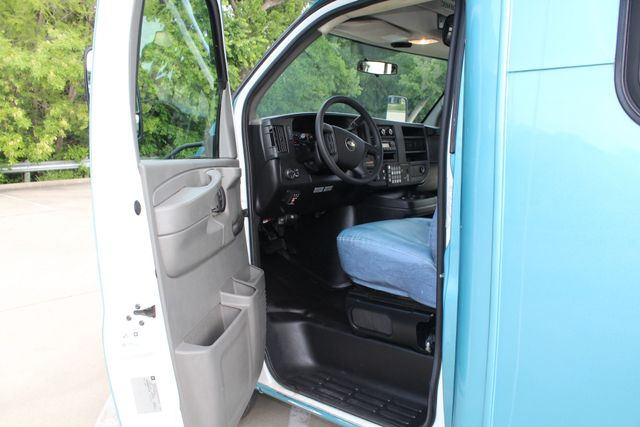 2011 Chevrolet Express G4500 13 Passenger   Champion Shuttle Bus W/ Wheelchair Lift Irving, Texas 46