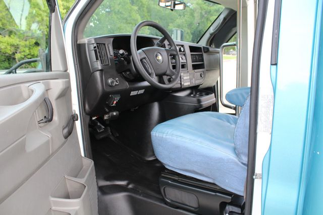 2011 Chevrolet Express G4500 13 Passenger   Champion Shuttle Bus W/ Wheelchair Lift Irving, Texas 47