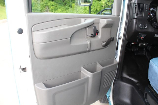 2011 Chevrolet Express G4500 13 Passenger   Champion Shuttle Bus W/ Wheelchair Lift Irving, Texas 48