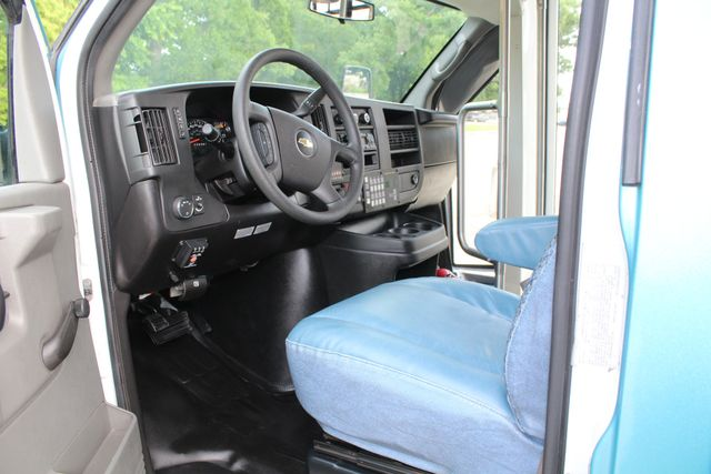 2011 Chevrolet Express G4500 13 Passenger   Champion Shuttle Bus W/ Wheelchair Lift Irving, Texas 49