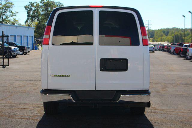 2011 Chevrolet Express Passenger 2LT Mooresville , NC 9