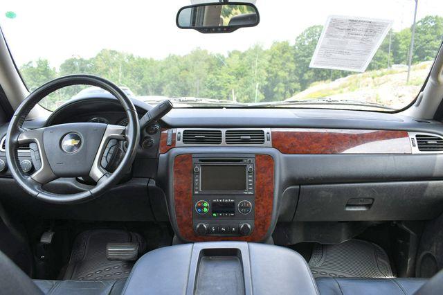 2011 Chevrolet Suburban LT 4WD Naugatuck, Connecticut 16