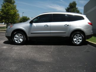 2011 Chevrolet Traverse LS Chesterfield, Missouri 3