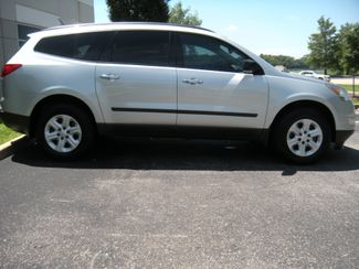 2011 Chevrolet Traverse LS Chesterfield, Missouri 2