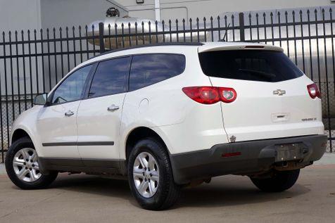 2011 Chevrolet Traverse LS* 3rd Row* EZ Finance**   Plano, TX   Carrick's Autos in Plano, TX