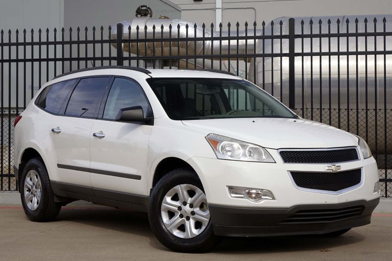 2011 Chevrolet Traverse LS* 3rd Row* EZ Finance**   Plano, TX   Carrick's Autos in Plano TX
