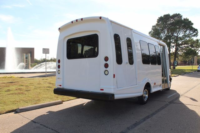 2011 Chevy Express G4500 Turtle Top 13 Passenger Shuttle Bus W/ Wheelchair Lift - Diesel Irving, Texas 4