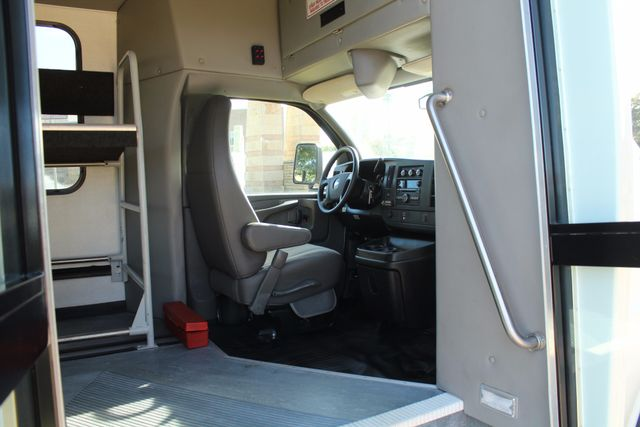 2011 Chevy Express G4500 Turtle Top 13 Passenger Shuttle Bus W/ Wheelchair Lift - Diesel Irving, Texas 8