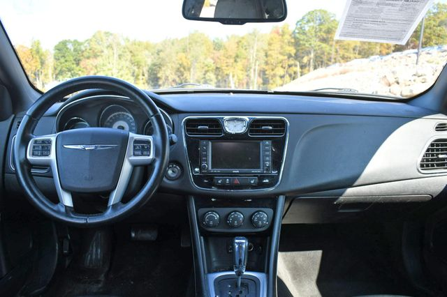 2011 Chrysler 200 Limited Naugatuck, Connecticut 13