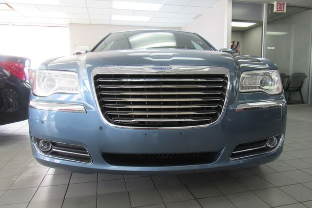 2011 Chrysler 300 300C W/ NAVIGATION SYSTEM/ BACK UP CAM Chicago, Illinois 1