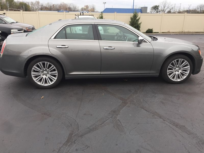 2011 Chrysler 300 300C | Dayton, OH | Harrigans Auto Sales in Dayton OH