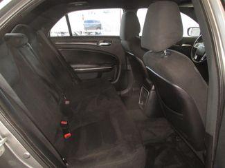 2011 Chrysler 300 Gardena, California 12