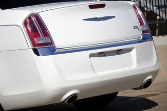 2011 Chrysler 300 300C * HEMI * Pano Roof * NAVI * Chromes * LOADED! Plano, Texas 27