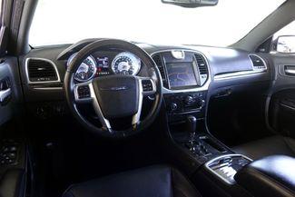 2011 Chrysler 300 300C * HEMI * Pano Roof * NAVI * Chromes * LOADED! Plano, Texas 10