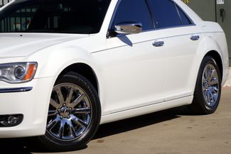 2011 Chrysler 300 300C * HEMI * Pano Roof * NAVI * Chromes * LOADED! Plano, Texas 23