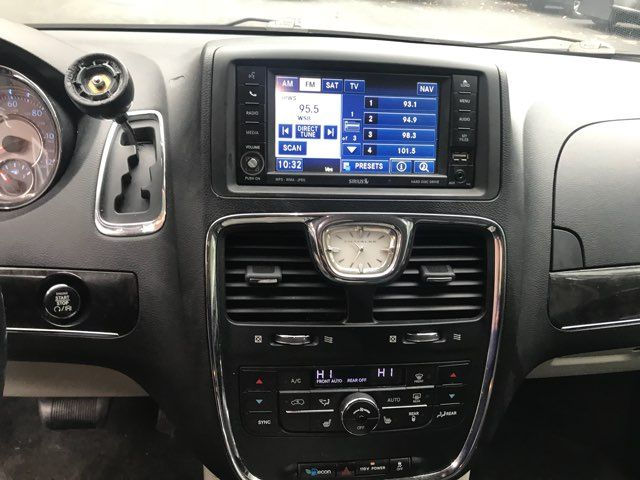 2011 Chrysler Town & Country Touring-L handicap wheelchair van accessible Dallas, Georgia 19