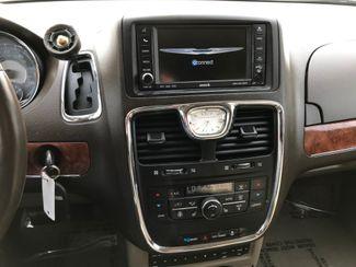 2011 Chrysler Town & Country Limited Farmington, MN 6