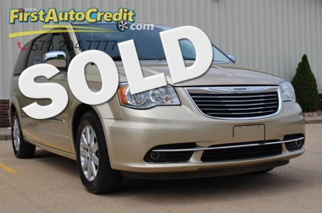 2011 Chrysler Town & Country Touring-L in Jackson MO, 63755
