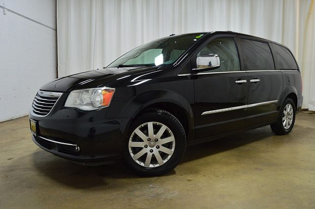 2011 Chrysler Town & Country Touring-L in Merrillville IN, 46410