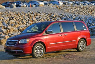 2011 Chrysler Town & Country Limited Naugatuck, Connecticut